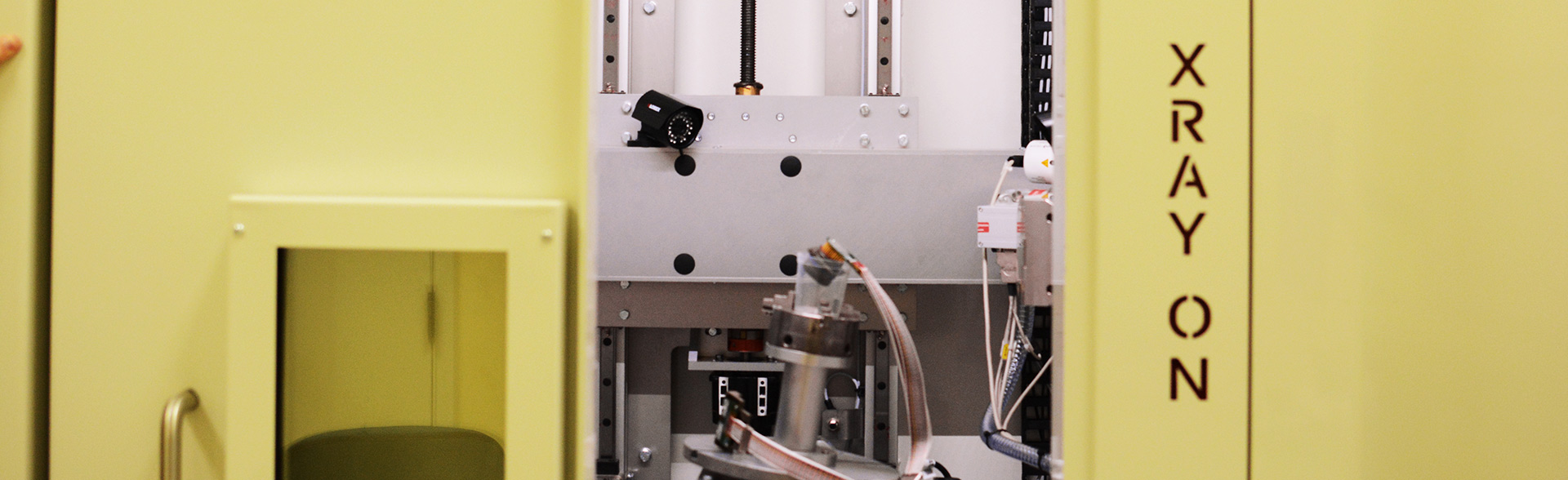 Real time- X-Ray system to visually inspect enclosed or encapsulated test samples